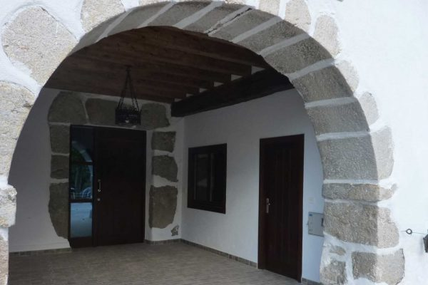 reforma entrada caserio otamendi alaya taldea arquitectura mondragon