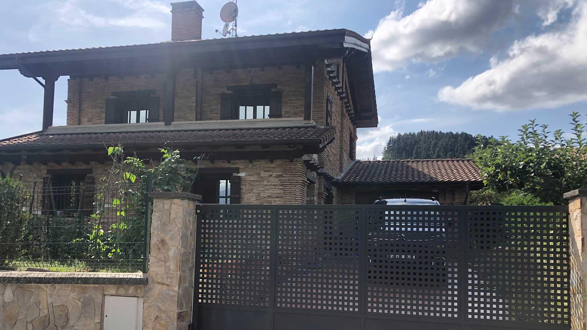 imagen entrada chalet zurugari alaya taldea arquitectura mondragon