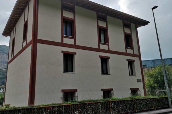 fachada rehabilitada caserio alaya taldea arquitectura arrasate